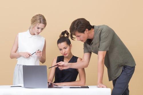 informatizzare-i-processi-aziendali-consente-di-definire-degli-standard-a-cui-aspirare-per-ottimizzare-l'efficienza-della-tua-azienda