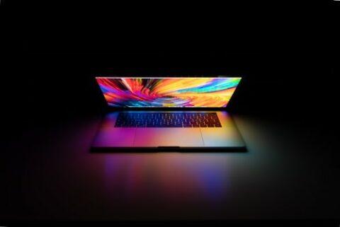 il-nostro-pc-portatile-ha-un-design-moderno-potenza-e-tutte-le-funzionalità-di-cui-hai-bisogno